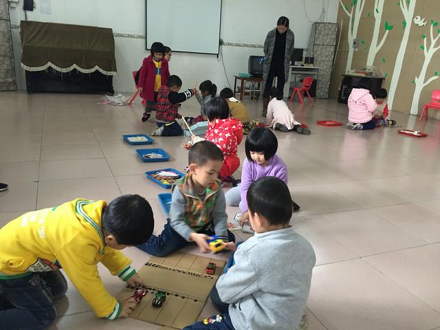 济川幼儿园开展教师自制区域材料分享交流活动