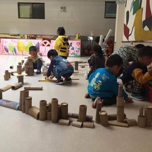 趣玩竹子一系列游戏培养了幼儿勇敢协作,不怕困难的品质,在游戏中获得图片