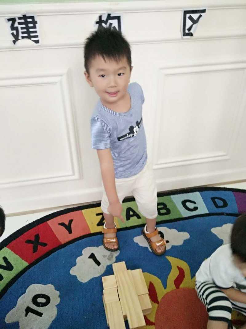 幼儿园家长会,看见孩子偷偷摸摸玩玩具,我该欣慰还是心痛