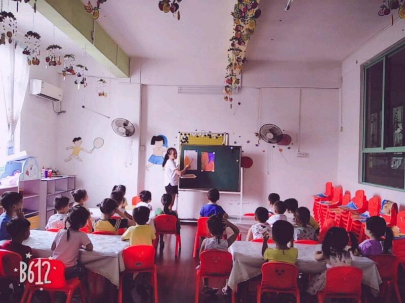 英贝尔幼儿园小班美术班活动 《拓印画——秋天》