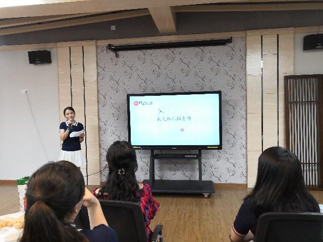 杨海芬老师代表小班级讲述师德故事《我是幼儿园老师》